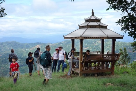 Hikers at viewpoint - photo by Thomas