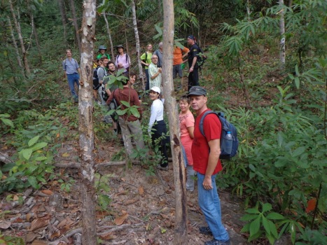 DSC03868 hikers 2