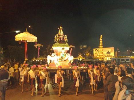 Loy-Krathong-parade