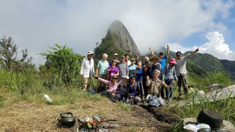The group beneath Doi Nhog